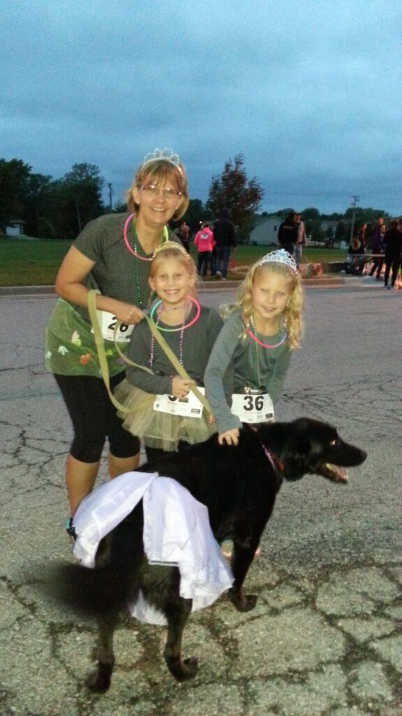 3K Chris Drews, Three Girls and a dog