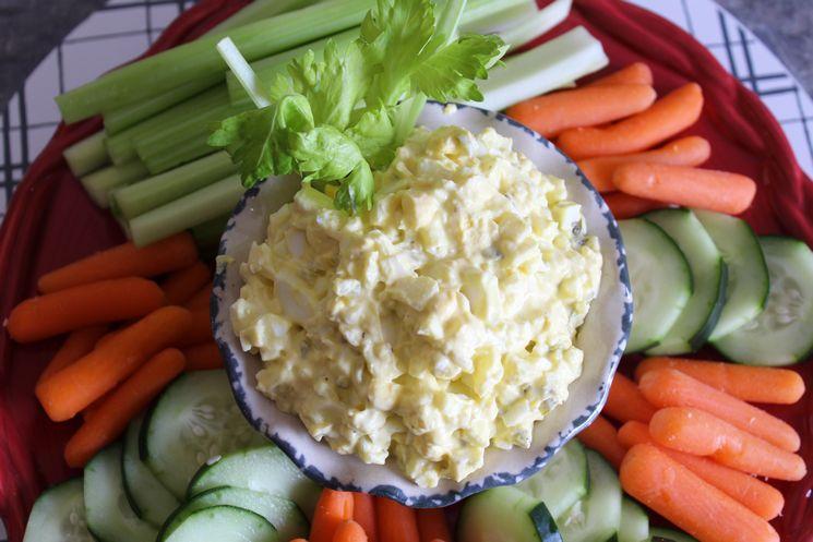 Egg salad with vegetables