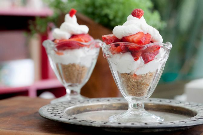 Weight Watchers strawberry pretzel dessert cups