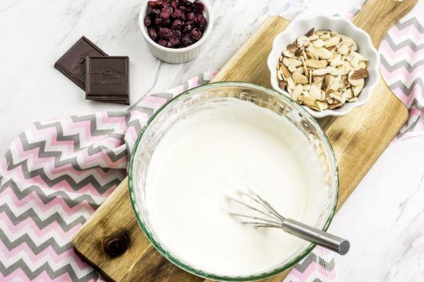 Ingredients for WW yogurt bark