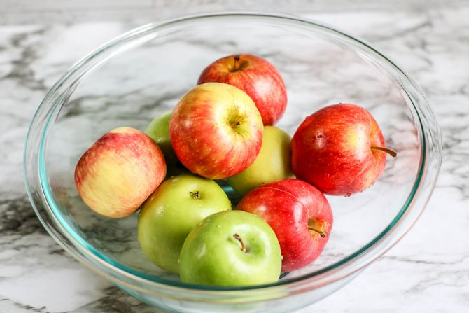 red and green apples in clear glass bowl