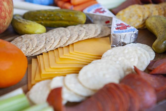 Best crackers for WW low points, with fruit and cheese