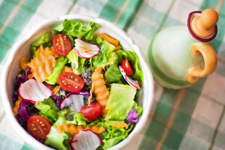 Salad with berries and peach dressing