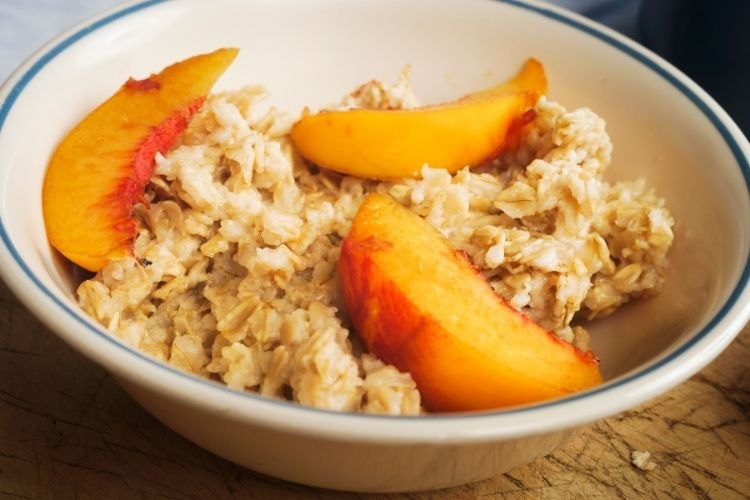 Oatmeal with peaches
